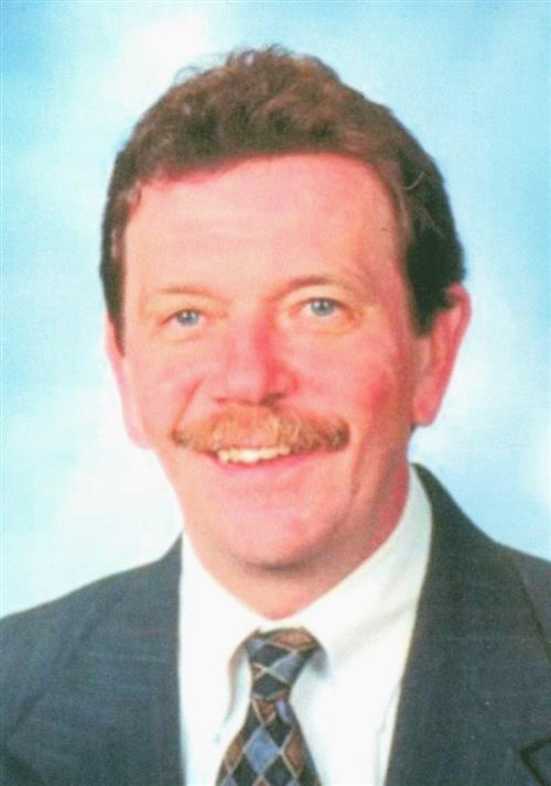 Robert W Platzer